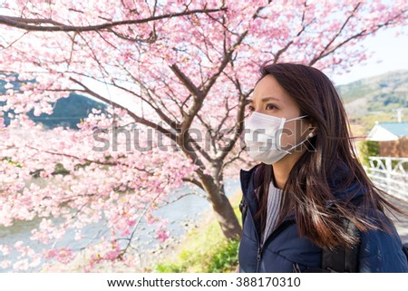 Woman wearing face mask protect from pollen allergy - stock photo