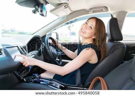 woman who operates a car navigation system