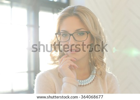 Woman with curly hair wearing a necklace