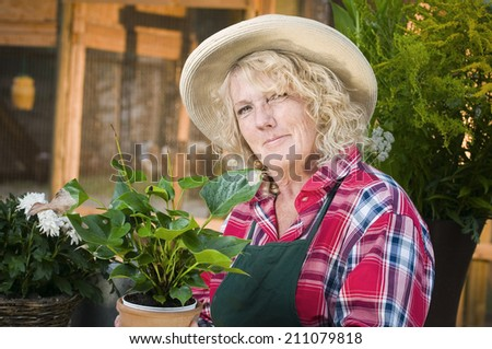woman with hat in the garden
