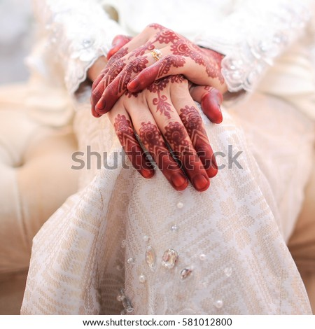 left hand single muslim girls Most arabs shake hands every time they meet you and every time they  as in  much of asia and the middle east, the left is generally  remember, however, it  is insulting to ask about a muslim's wife or another female family.