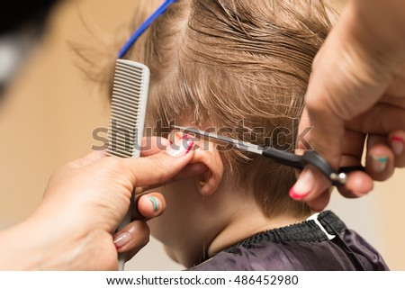 women's haircuts in the beauty salon