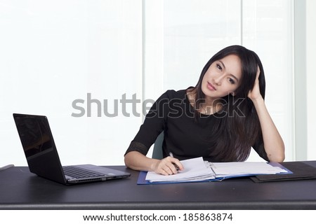 Women work stress and boredom on the table with notebook.