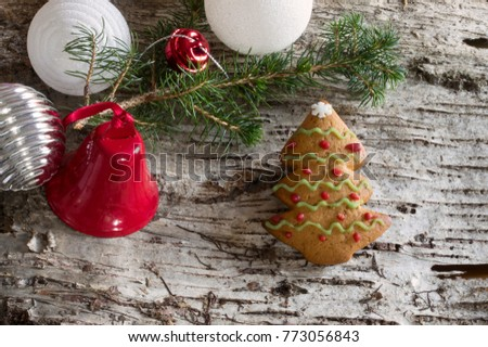 Wood bark background with christmas decoration, pine branch and gingerbread cookies