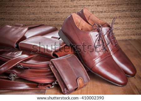 wood texture. Men's everyday objects on a dark background. business meeting. Accessories for the business of the day..