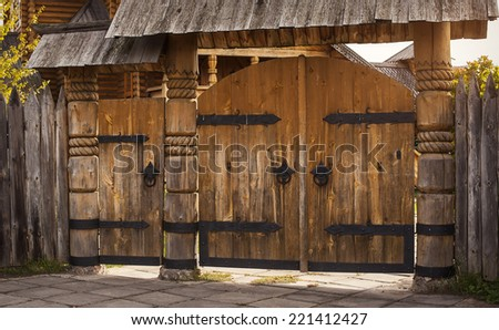 wooden gate, cutting wood