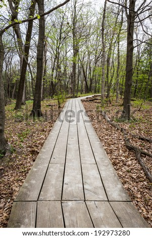 wooden path marking a hiking trail in the starved rock state park in Illinois