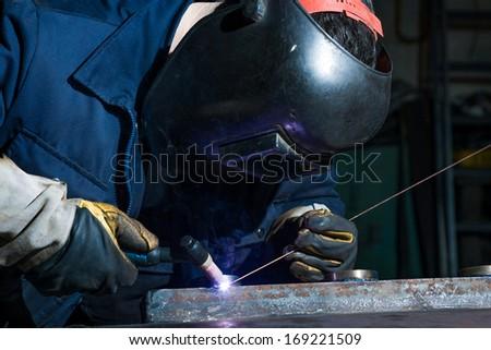 В компанию требуется сварщик 5-дневная рабочая неделя, 8-часовой рабочий день, официальное трудоустройство.