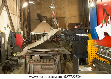 worker works for the machine of CNC for plasma cutting