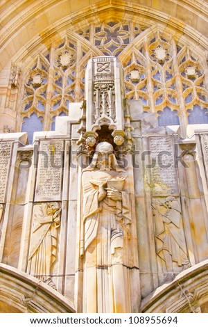 Yale University Sterling Memorial Library Statue Ancient Languages Writings New Haven Connecticut Fifth largest library in the United States - stock photo