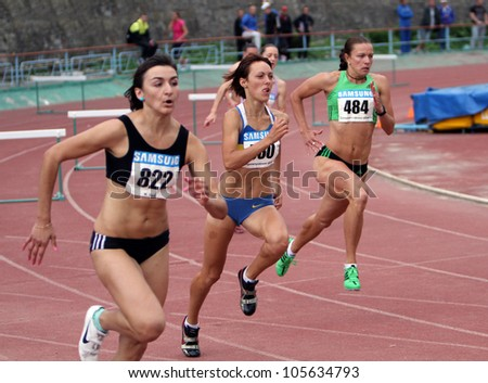 YALTA, UKRAINE, MAY 28: (L-R) Nikonenko Viktoria, Lebed Anastasia, Titimets Anna compete at the 400 meters race on Ukrainian Cup in Athletics, on May 28, 2012 in Yalta, Ukraine .