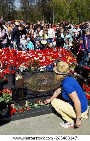 YAROSLAVL, RUSSIA-MAY 9. Laying flowers at the monument to the fallen soldiers during the Second World War in Yaroslavl, May 9, 2014. Celebrations to mark the 69th anniversary of Great Victory