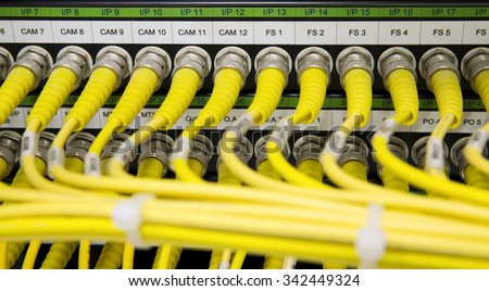 Yellow Network cables connected to the server - Switch in data center
