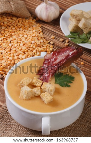 yellow split pea soup with croutons and smoked ribs