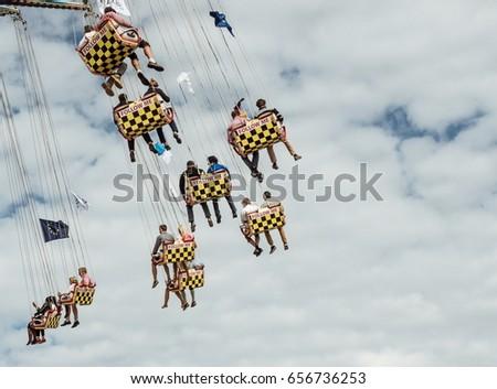 Swinging people