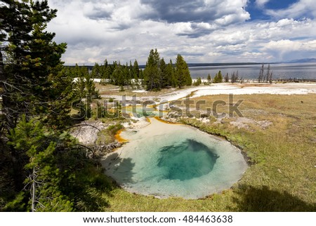 Yellowstone National Park, Wyoming, USA. Prismatic spring. Abyss Pool at West Thumb.