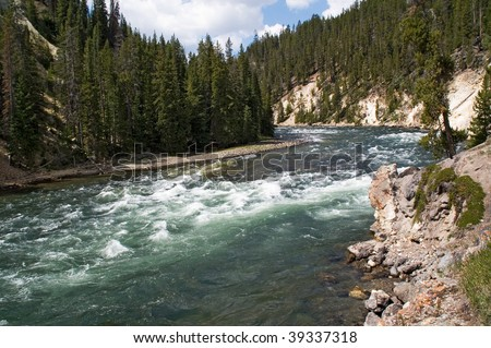 Yellowstone river, rocks and rapids before the waterfall