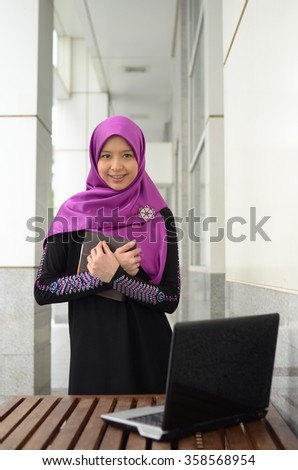 Young asian muslim woman in head scarf smile with confident pose