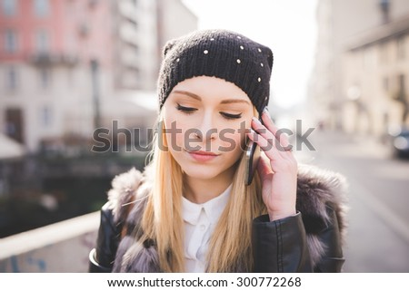 young beautiful blonde straight hair woman in the city calling with smartphone - technology, connectivity concepts