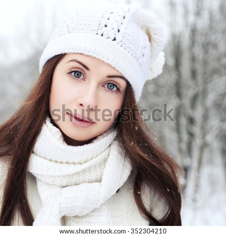 Young brunette woman posing in winter outdoor portrait