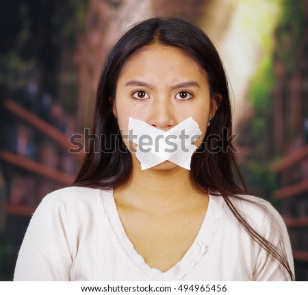 lesbians sucking lips