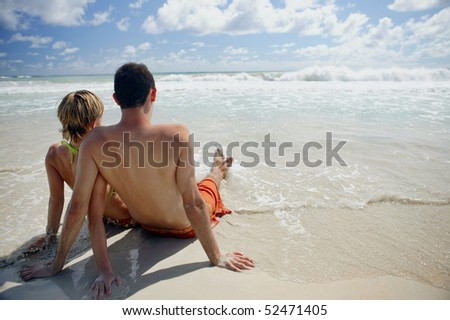 Young couple in front of the sea