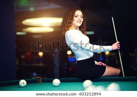 Как играть в бильярд в юбке