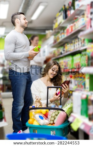 Young family purchasing soft dinks at food store