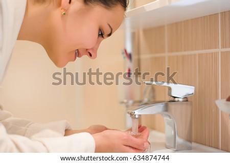 brunette facial toilet