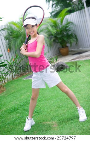 Young girl ready with her tennis racket.