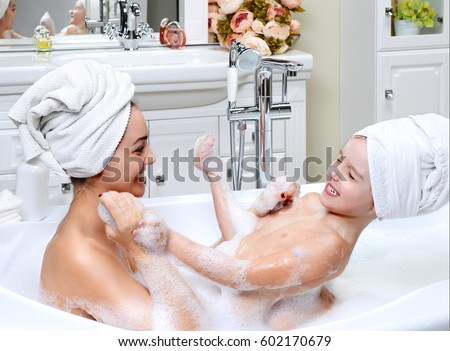 nude mom taking bath pictures