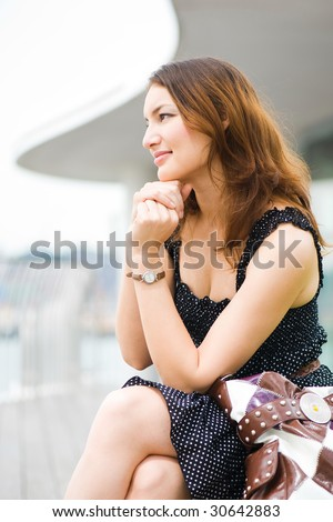 young pretty caucasian lady outdoor with handbag