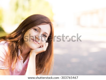 Young woman  on a city street.outdoor portrait
