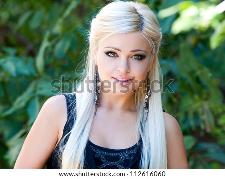 young woman posing in a park - Outdoor