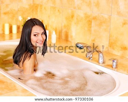 Видео в ванной