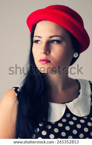 Young woman with red hat, the dress with dots