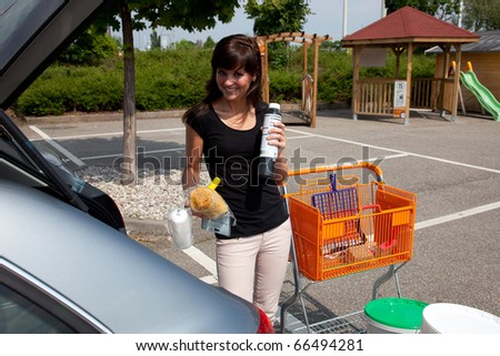 young woman with shopping trolley 7090