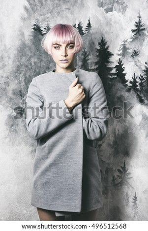 Young woman witth pink hair in grey coat