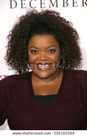 Yvette Nicole Brown   at the Los Angeles Premiere of 'Seven Pounds'. Mann Village Theatre, Westwood, CA. 12-16-08