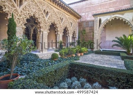 the aljafer a palace medieval islamic palace Art history paper on the aljaferia palace i introduction the aljaferia palace is a medieval islamic palace built during the 11th century and located in the heart of present day zaragoza.