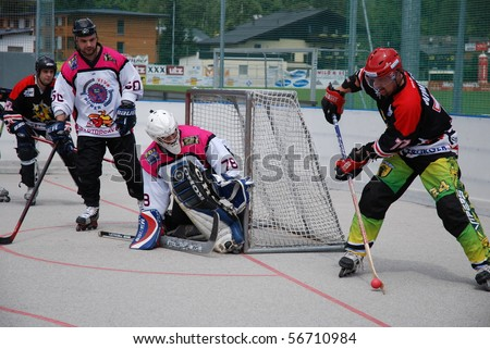 ZELL AM SEE, AUSRIA - AUG 4: IHC Roadrunners Zell am See vs. Heartbreakers Zell am See. Western conference finals of the austrian Inline-Hockey League on August 4, 2007 in Zell Am See, Austria - stock photo