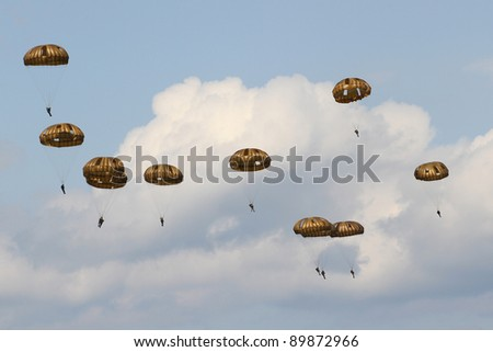 ZELTWEG, AUSTRIA - JULY 01:paratroops of the Austrian army at the airpower11 airshow on July 01, 2011 in Zeltweg, Austria