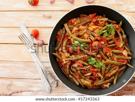 Zeytinyagli green beans with tomatoes and onions in Turkish