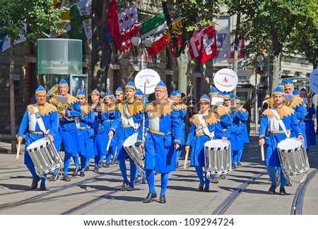 "ZURICH - AUGUST 1: Orchestra of the historical society ""Gesellschaft zur Constaffel"" in traditional costumes participating in the Swiss National Day parade on August 1, 2009 in Zurich, Switzerland. - stock photo"