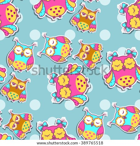 Seamless pattern with colorful owls on spotty background