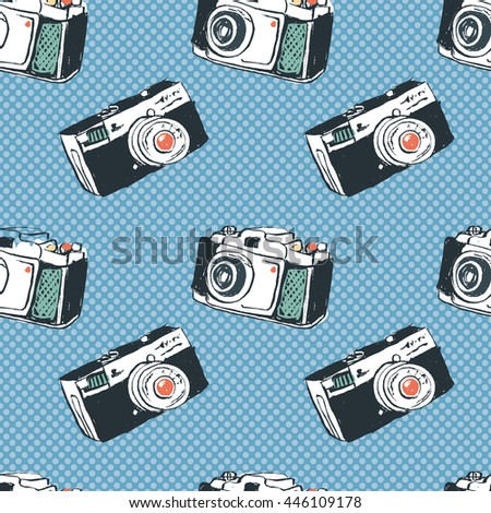 Seamless vintage pop art hand drawn photo cameras background. old style retro photo cameras pattern.